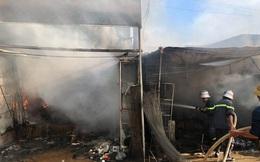 Cháy chợ ở Nghệ An, tiểu thương cuống cuồng di dời tài sản