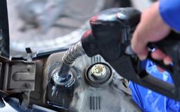 Lần thứ 4 liên tiếp, xăng dầu đồng loạt tăng giá tới gần 900 đồng/lít