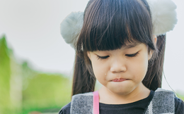 8 điều bố mẹ vô tình làm con buồn, tổn thương