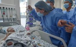 Phó Chủ tịch nước thăm Trúc Nhi - Diệu Nhi sau ca phẫu thuật tách bé gái song sinh dính liền