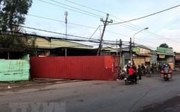 Bình Dương: Container văng xuống đường đè chết 1 phụ nữ