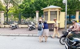 Công an Hà Nội lên tiếng vụ CSGT ra đường kéo ngã 2 phụ nữ đi xe máy