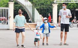 Hà Nội: Nhiều người thực hiện nghiêm đeo khẩu trang, một số quán nước vỉa hè bị xử lý