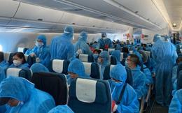 """3 chuyến bay """"giải cứu"""" hơn 700 du khách đang mắc kẹt ở Đà Nẵng về Hà Nội và TPHCM"""