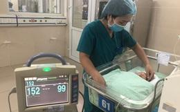 Theo dõi tình trạng nhiễm khuẩn của bé sơ sinh bị bỏ rơi trong khe tường