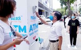 """Cây """"ATM khẩu trang"""" miễn phí giúp người Hà Nội chống Covid-19"""