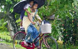 Tặng xe đạp để nữ sinh tiếp tục giấc mơ học đại học