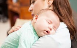 7 lý do khiến trẻ sơ sinh vừa bế ngủ đặt xuống giường lại khóc
