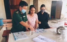 Bộ đội biên phòng Cửa khẩu Cầu Treo đến từng hộ gia đình tuyên truyền phòng chống dịch