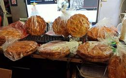 Bánh Trung thu nhiều vỏ ít nhân to bằng cái đĩa giá chỉ 45k