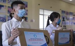 Trao quà cho 70 sinh viên vượt khó tại 3 tỉnh bị ảnh hưởng Covid-19