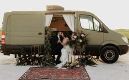 Cặp đôi người Mỹ cưới và hưởng trăng mật trên ô tô
