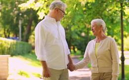7 bài tập thể dục phù hợp với người cao tuổi mùa hè - thu