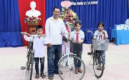 Những chiếc xe đạp nghĩa tình tiếp sức học sinh nghèo đến trường