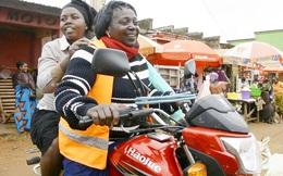 Người phụ nữ Congo nuôi đàn con bằng nghề xe ôm