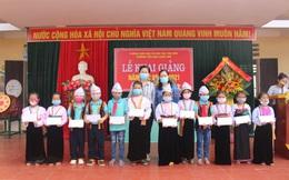 Trao 60 suất học bổng cho học sinh nghèo vượt khó ở các xã miền núi tỉnh Phú Thọ