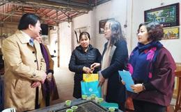 Hội LHPN Việt Nam thăm và tặng quà 2 cháu bé bị bỏ rơi trên đê sông Hồng