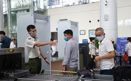 Đang bị cấm bay, hành khách tiếp tục mua CMND giả để lên máy bay