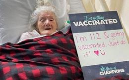 Cụ bà 112 tuổi vui vẻ đùa với y tá khi tiêm vaccine Covid-19