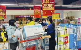 Ngày cuối kỳ nghỉ Tết dương lịch, nhiều siêu thị khuyến mại 50% - 70%