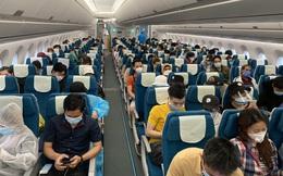 Trả lại 60 triệu đồng của khách bỏ quên trên máy bay