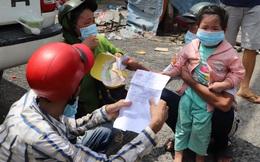 Những đứa trẻ bơ phờ theo cha mẹ từ TPHCM về quê