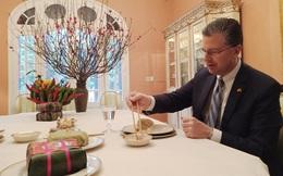 Đại sứ Mỹ Kritenbrink: Tôi thích nhất bánh chưng