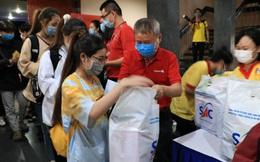 Tặng 2.000 phần quà cho sinh viên đón Tết xa nhà tại TPHCM