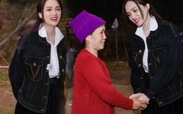 Diện sơmi trắng với style nữ sinh đi làm từ thiện, Hương Giang đẹp như thiên thần