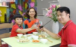 Tết vui của những bà mẹ công sở: Cầu kỳ chọn hoa chưng trong nhà
