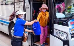 7 chuyến xe nghĩa tình đưa hơn 300 người nghèo ở TPHCM về quê ăn Tết