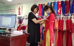 Cô cử nhân Luật bén duyên với tà áo dài truyền thống