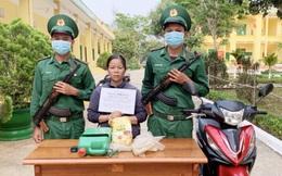 Kon Tum: Tạm giữ người phụ nữ vận chuyển 1kg ma túy tổng hợp