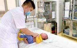 Phụ huynh rửa mũi bằng cồn 90 độ, bé 5 tháng tuổi bị bỏng niêm mạc mũi