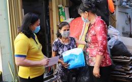 Đến nhà tặng quà Ngày 8/3 cho phụ nữ bị ảnh hưởng bởi dịch Covid-19