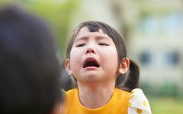 """Bạo hành """"lạnh"""": Bức tường ngăn cách bố mẹ và con"""