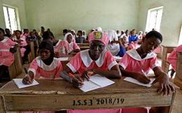 Người phụ nữ đến trường học tập ở tuổi 50