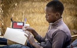 Radio bằng năng lượng mặt trời thắp sáng tri thức cho trẻ em Mali