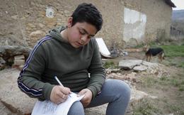 Trẻ em nghèo Roma ở Hungary và nỗi lo thất học do thiếu thiết bị học tập