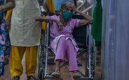 Những hình ảnh tang thương về cuộc khủng hoảng Covid-19 ở Ấn Độ