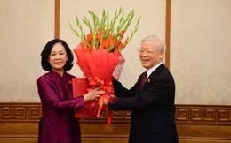 Trao quyết định phân công Trưởng ban Tổ chức TƯ Trương Thị Mai và Trưởng ban Dân vận TƯ Bùi Thị Minh Hoài