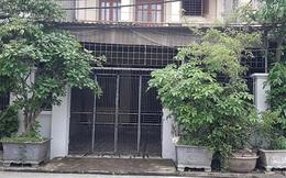 Một phụ nữ nghi bị tạt a-xít vào mặt ngay trước cổng nhà
