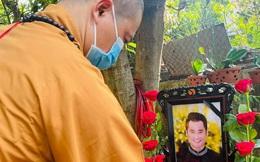 Người thân, bạn bè nghẹn ngào trong lễ tang nhà thiết kế Nhật Dũng