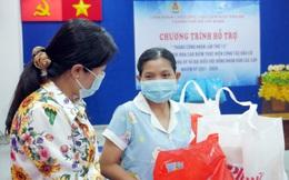 Tặng quà nữ công nhân khó khăn bị ảnh hưởng bởi Covid-19 ở KCX Tân Thuận
