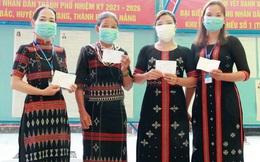 Phụ nữ dân tộc Cơ Tu mặc bộ áo dài đẹp nhất đi bầu cử