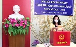 Phó Chủ tịch nước Võ Thị Ánh Xuân bỏ phiếu bầu cử tại An Giang