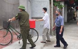 Vĩnh Phúc: Dùng xe đạp chở hòm phiếu đến nhà cử tri đang thực hiện cách ly