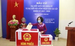 Trưởng ban Tổ chức TƯ Trương Thị Mai bỏ phiếu bầu cử tại quận Ba Đình, Hà Nội