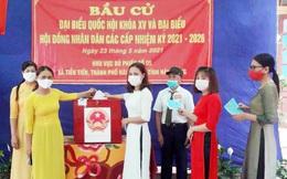 Phụ nữ Hải Dương duyên dáng áo dài trong ngày bầu cử