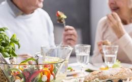 Ăn gì để tăng cường đề kháng cho người cao tuổi trong mùa dịch